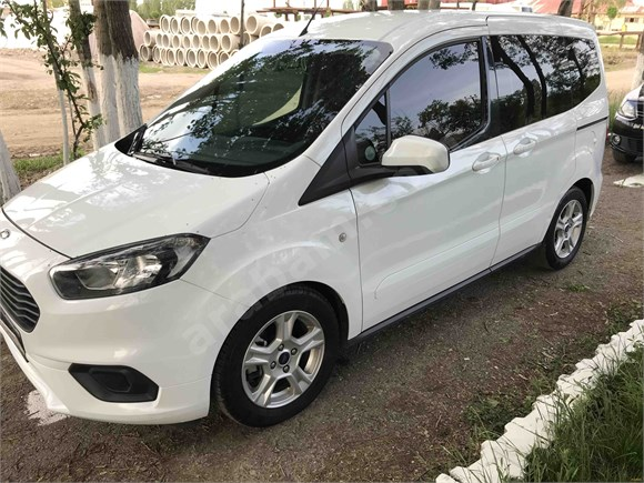 HATASIZ  Ford Tourneo Courier 1.5 TDCi Delux 2019 Model Muş