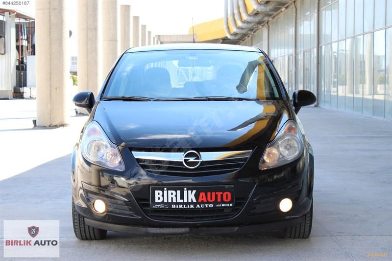 Galeriden Opel Corsa 1.4 Twinport Enjoy 111 2010 Model İstanbul 102.000 Km Siyah
