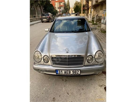 Mercedes - Benz E 200 Elegance 1998 Model